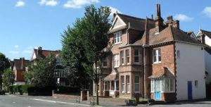 Houses_in_Pembroke__Princes_Conservation_Area_Hove_wikimedia_cc_The_Voice_of_Hassocks
